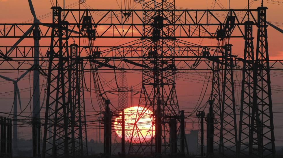 El Gobierno congela la rebaja de la tarifa eléctrica a las industrias vascas