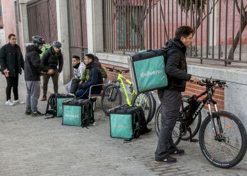 Deliveroo afronta su primer juicio en Barcelona por el despido de un repartidor