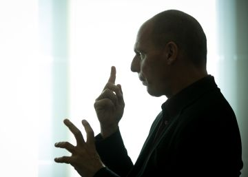 Varoufakis: ?No se engañen, la crisis sigue ahí: el euro corre peligro?