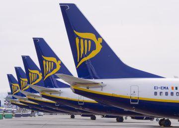 Ryanair estrena su nueva política restrictiva de equipajes