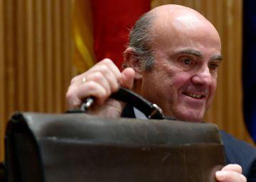 Guindos afirma que sin el rescate bancario hubieran echado a España del euro