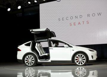 Tesla cierra el ejercicio triplicando las pérdidas