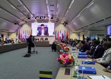 La OPEP acuerda elevar la producción pero mantener niveles moderados