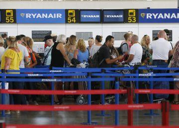 El aeropuerto de Alicante-Elche vive sin incidencias la huelga de pilotos de Ryanair
