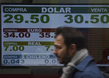 El Banco Central argentino sube al 45% la tasa de interés para frenar al dólar
