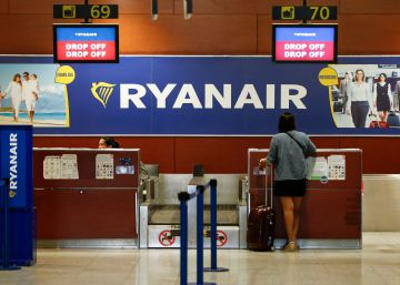 La falta de acuerdo entre tripulantes y Ryanair deja a Fomento la fijación de los servicios mínimos