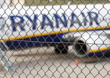 Bruselas reprende a Ryanair por no someterse a la ley laboral de los países en los que opera