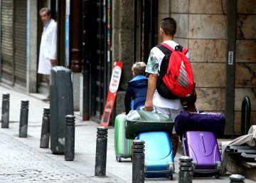 Las pernoctaciones en los hoteles españoles caen en agosto por tercer mes seguido
