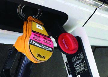 Las nuevas etiquetas del diésel y la gasolina llegan hoy a los surtidores