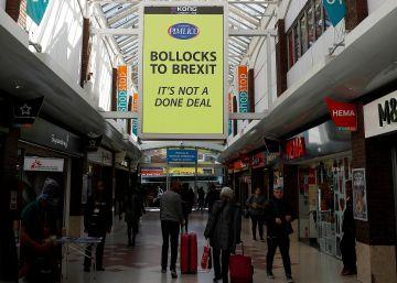 ?Hasta los huevos del Brexit?: el cartel de un empresario millonario que irrita a los euroescépticos de Reino Unido