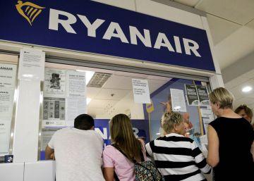 Los tripulantes de cabina de Ryanair irán a la huelga 10 días tras fracasar la mediación