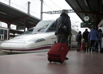 Fomento decreta servicios mínimos para Renfe y el transporte aéreo el 8M