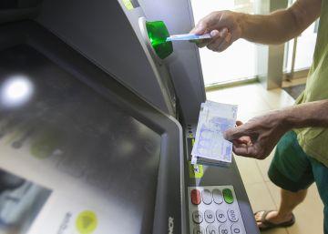 ¿Cómo puedes ahorrar al utilizar tu dinero y tu tarjeta en el extranjero?
