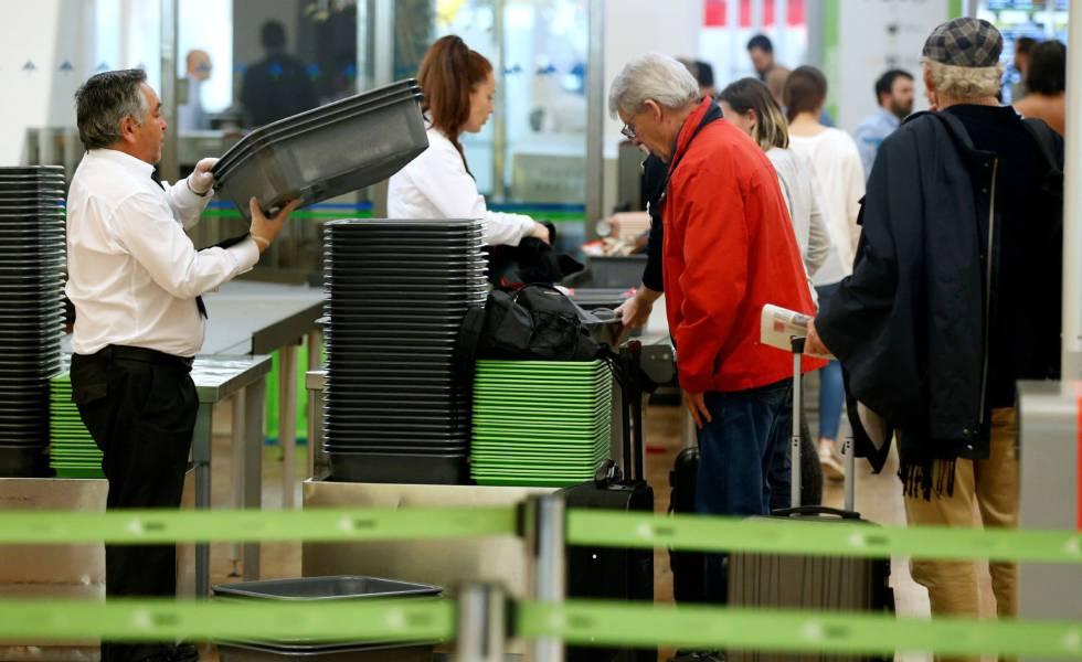 La huelga de Air Nostrum y la de seguridad en Barajas complican la Semana Santa en los aeropuertos