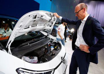 Volkswagen presenta su nuevo logo para impulsar el coche eléctrico
