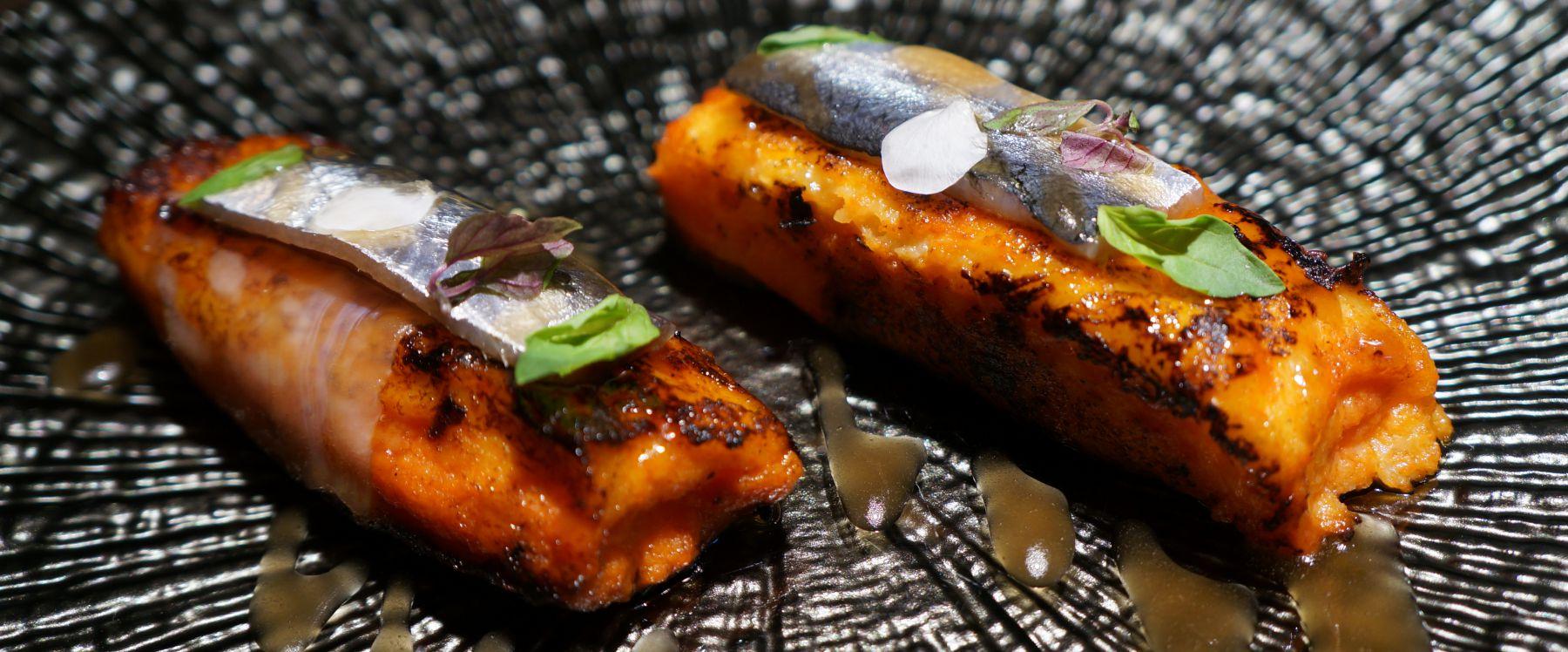 Torrijas de pan con tomate con sardinas | Recetas El Comidista EL PAÍS