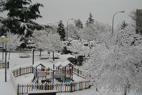 Fotos madrid amanece nevado fotograf a el pa s - Parque conde orgaz ...