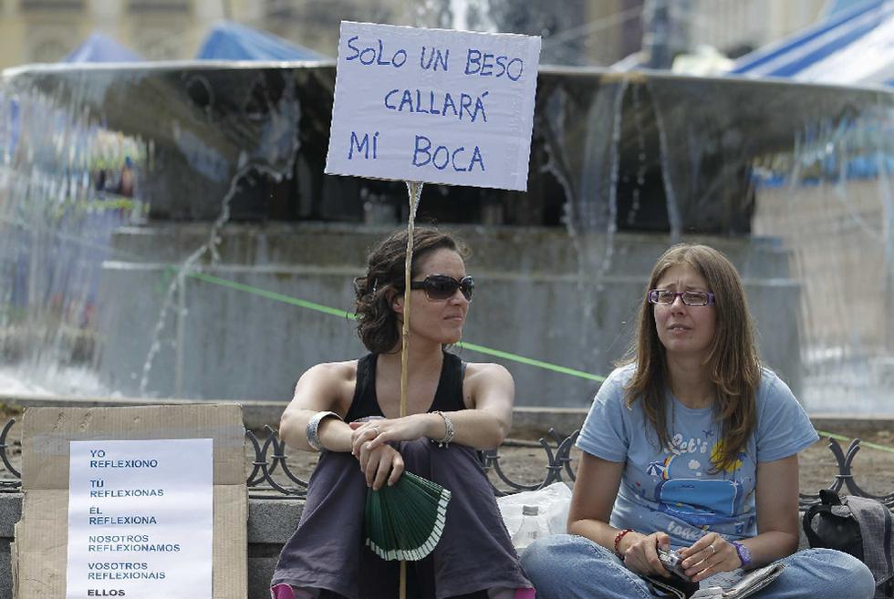 """""""Solo un beso callará mi boca"""", advierte una de las manifestantes en Madrid."""