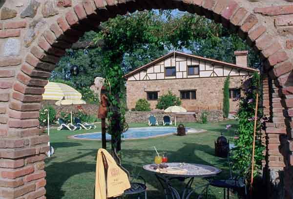 Cinco casas rurales con encanto para ir en pareja blog paco nadal el pa s - Casa rural romantica catalunya ...
