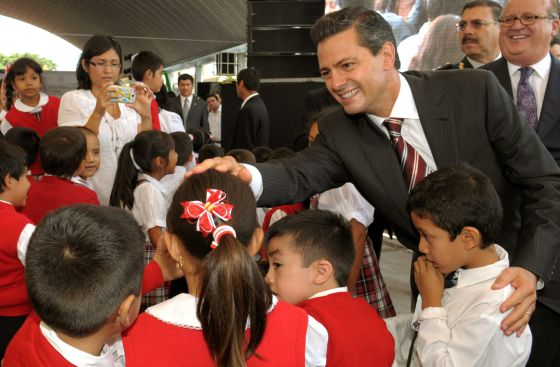 Mexico commits itself to launch of gendarme security force in a photograph provided by the mexican presidency shows enrique pea nieto greeting a group pf schoolchildren m4hsunfo
