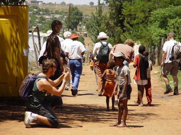 cuánto dinero se envía a África cada año