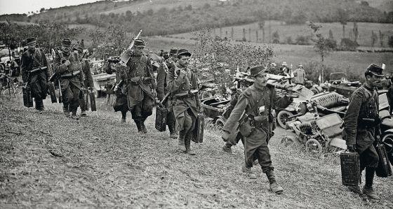Las tropas francesas de Marne se mueven con ayuda de taxis. 2d0336723df