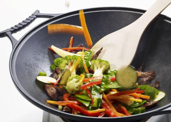 Cocinar en sart n o 39 wok 39 qu es m s saludable for Cocinar kale sarten