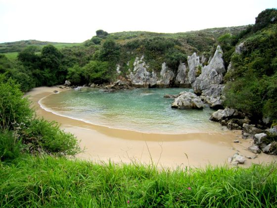 El viajero swimming wild spain s best natural pools in for Piscinas en asturias
