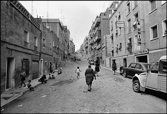Fotos la barcelona de los sesenta fotografiada por sergio - Calle montserrat barcelona ...