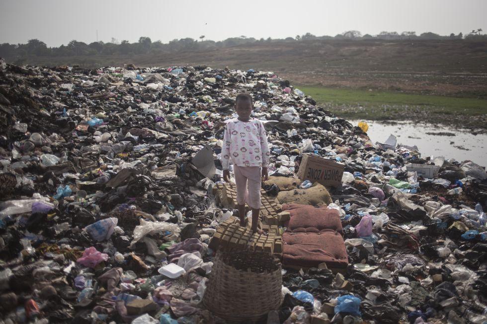 Vertedero ilegal de basura electrónica de Agbogbloshie en Ghana