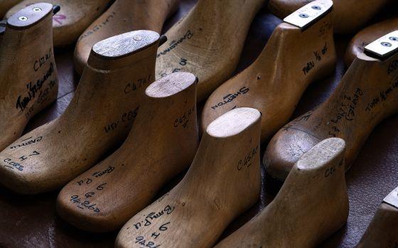 025b26c8 Los prototipos de los moldes de zapatos son fabricados a mano.