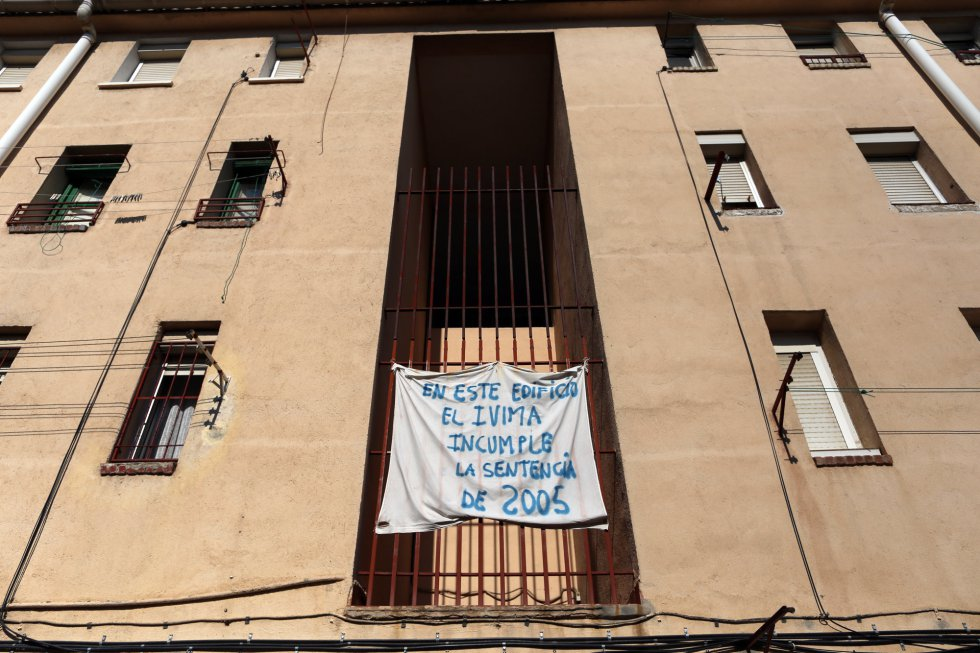 Fotos zapata explica villaverde madrid el pa s for Donde esta el mural de adan zapata