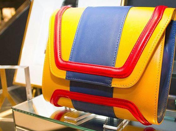 ce29edc13 El bolso con los colores de la bandera de Venezuela de Ylenia Yépez.