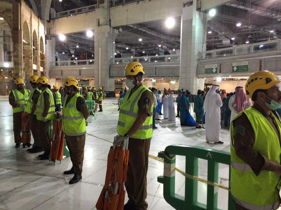 Fotos tragedia en la gran mezquita actualidad el pa s for Que hace el ministerio del interior
