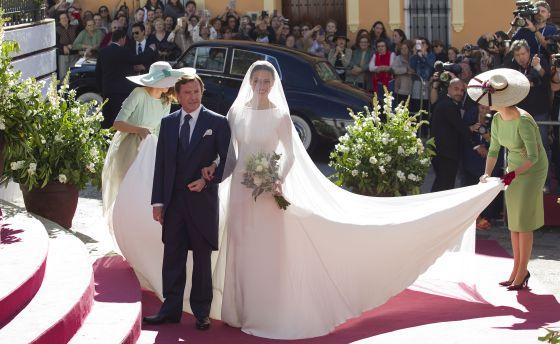3881ed8e8 Eva González, el día de su boda con Cayetano Rivera en Mairena del Alcor,