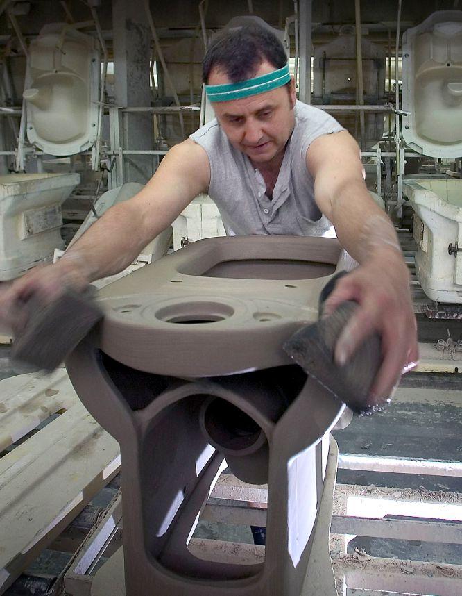 Fotos visita a la f brica de roca el pa s semanal for Fabrica de sanitarios roca