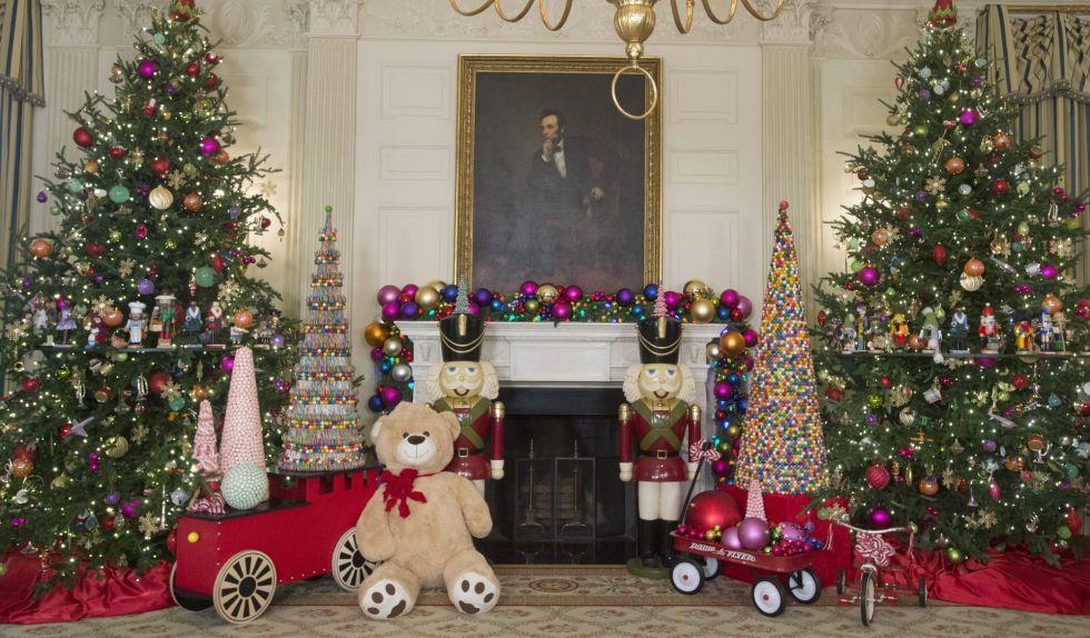 michael reynolds efe el retrato de abraham lincoln rodeado por navideas en la casa blanca