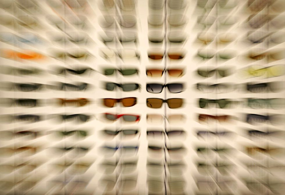 b27be2f83a El negocio redondo de las gafas de sol de lujo está en Italia ...