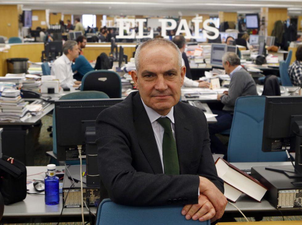 Antonio Cano Pictured In The El Pais Newsroom