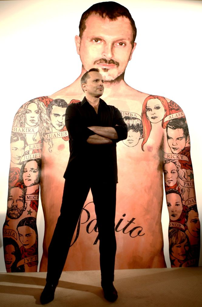 En 2007, salió a la venta 'Papito', un disco donde recopila sus grandes éxitos cantándolos a dúo con otros artistas. La gira 'Papitour', una de las más largas de su carrera, duró cerca de 2 años y medio. Este fue uno de sus trabajos más exitosos. Solo en España, fue cuádruple disco de platino y estuvo trece semanas como número 1 en ventas. Fue el álbum más vendido en España durante 2007 y el segundo en 2008. Vendió más de cuatro millones copias en todo el mundo.