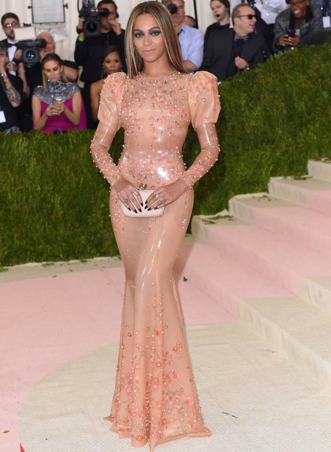 53a873259 Beyoncé llegó a la gala benéfica del Anna Wintour Costume Institute