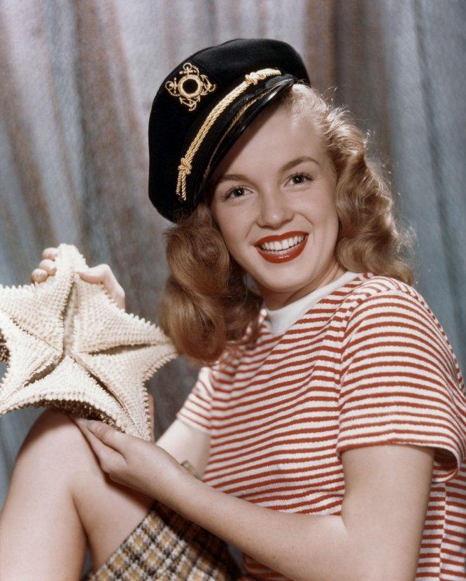 Mujeres vestidas de marineras