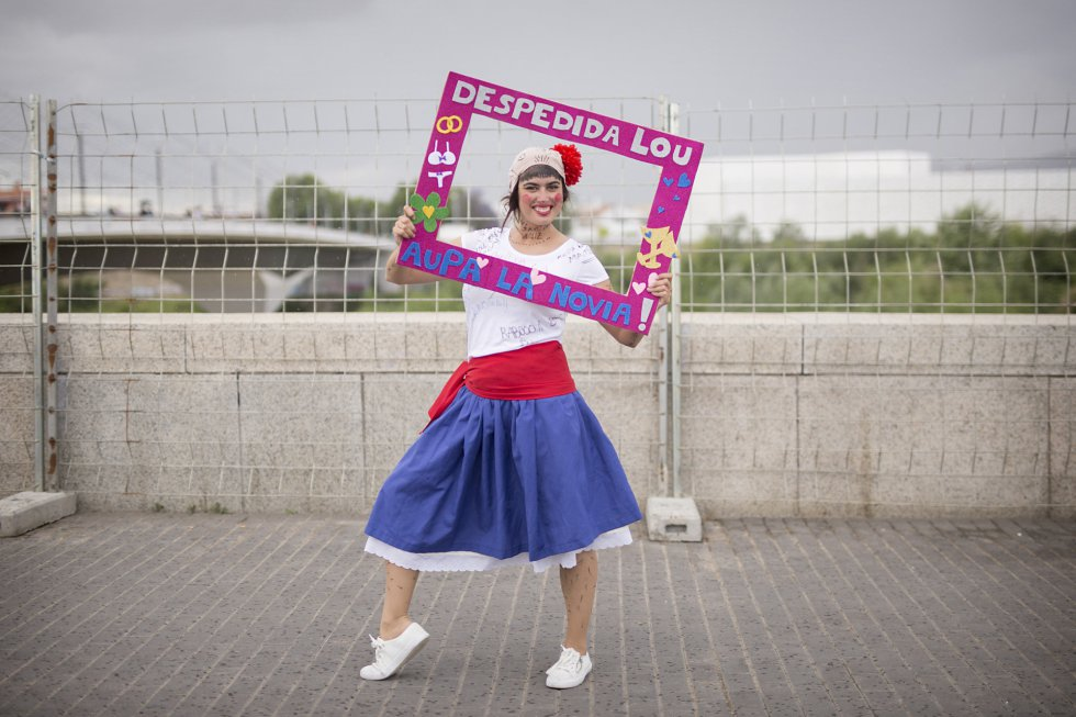 Lourdes López, Córdoba. Se casa el 24 de Septiembre de 2016. Las amigas la han disfrazado de pastora.