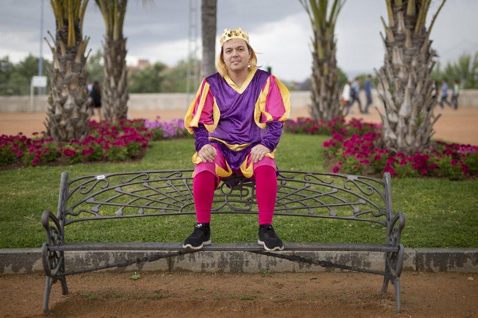 Eloy Carpintero, Madrid. Se casa el 11 de Junio de 2016. Los amigos lo han disfrazado de príncipe valiente.