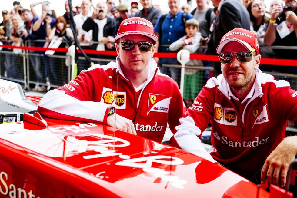 3e375b3ee2 Los pilotos de Ferrari Kimi Raikkonen y Sebastian Vettel lucen sus nuevas  Ray-Ban.