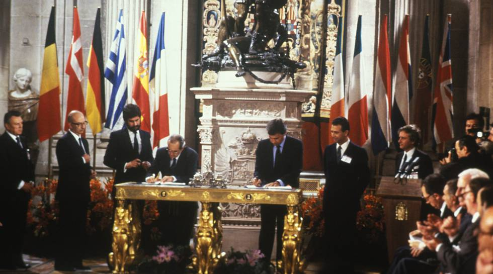 Spain observes 30 years in eu club amid growing euro skepticism signing ceremony on june 12 1985 making spain a member of the european economic publicscrutiny Choice Image