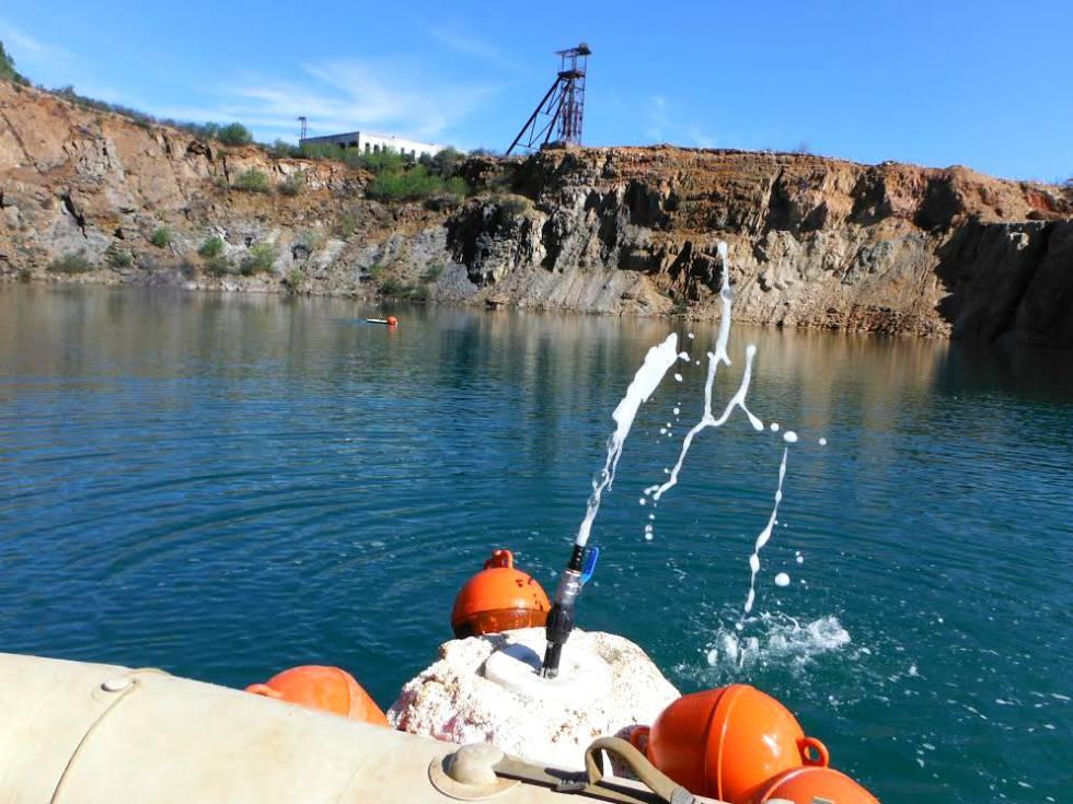 The Danger Hiding Under Spain S Killer Lake In English El Pais