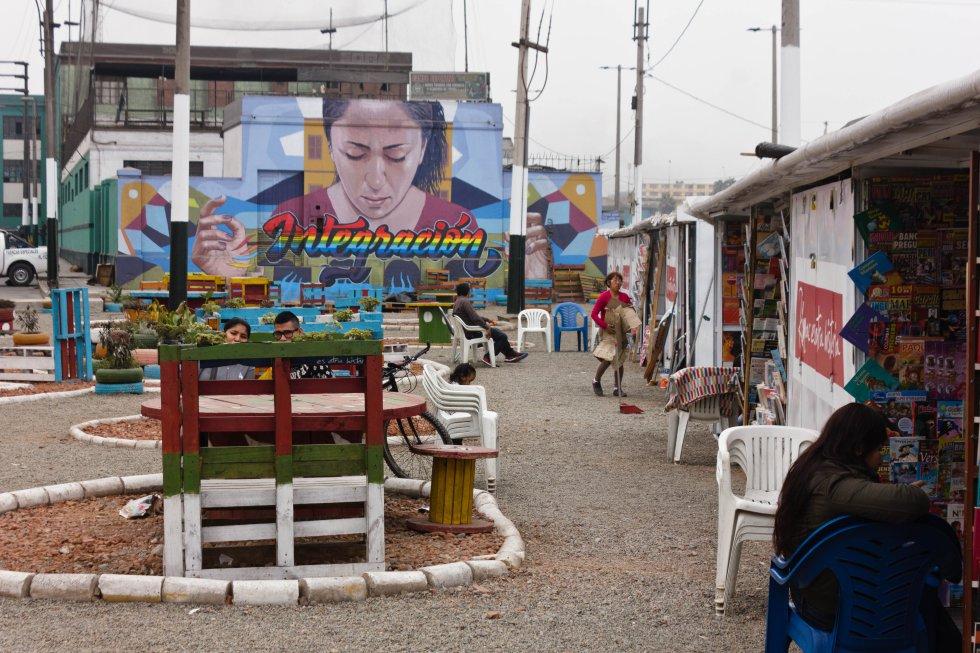 En la Plazoleta de la Integración se alojaron los libreros desahuciados del jirón Quilca el pasado enero.