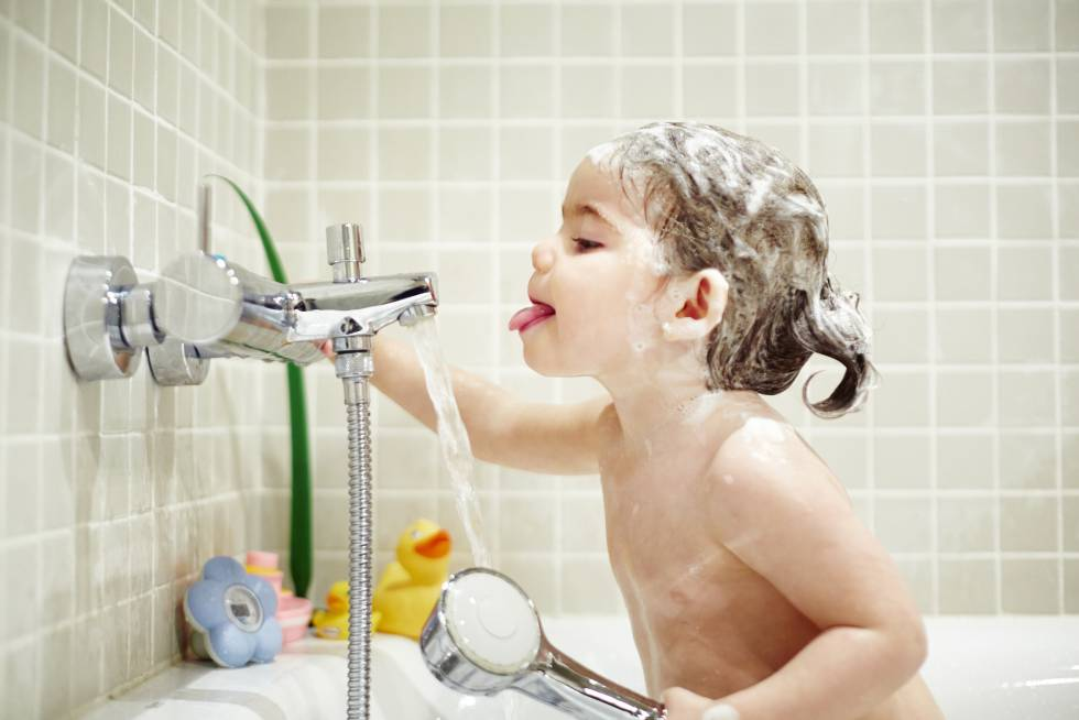 Como Bañar A Un Bebe | Con Que Frecuencia Hay Que Banar A Los Ninos Mamas Y Papas El Pais