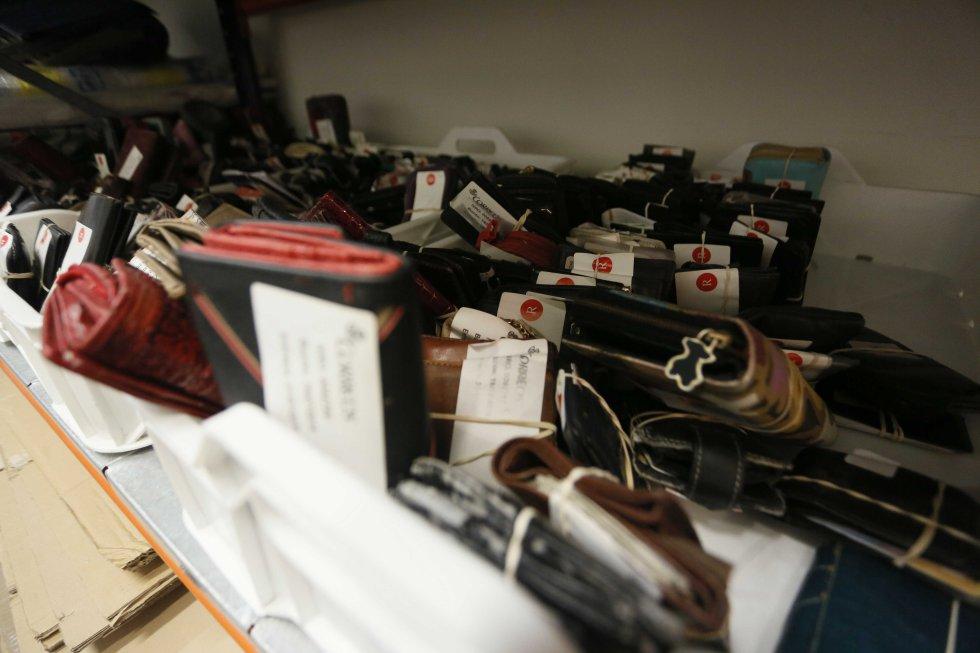 Fotos los objetos perdidos de madrid madrid el pa s - Oficina municipal del taxi ...